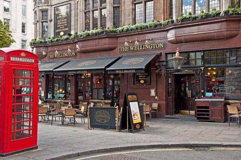 Τι παίζει με τις «Pub» στο Λονδίνο;